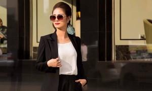 Á hậu Hồng Nhung: 'Danh hiệu đến sau 18 năm không đi giày cao gót'