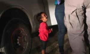 Bé gái nhập cư khóc giúp quyên được 5 triệu USD tiền giúp đỡ