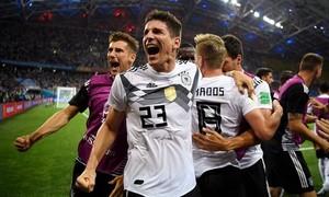 Ghi bàn phút bù giờ cuối cùng, Đức giữ lại hi vọng vượt vòng bảng