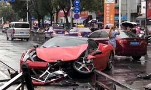Nữ tài xế phá nát siêu xe 15 tỷ khi mới thuê được vài giờ