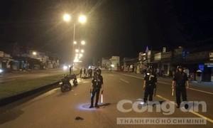 Hai cô gái đi xe máy tông người đàn ông băng qua đường tử vong