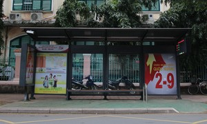 """Nhiều nhà chờ xe buýt ở Sài Gòn được """"khoác áo mới"""""""