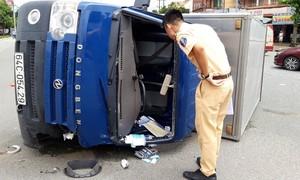 Xe chở dúi gặp tai nạn liên hoàn gây náo động đường phố