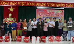 Báo Công an TPHCM và nhà tài trợ trao 700 phần quà Tết tại miền Trung