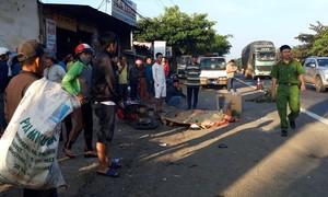 Hai xe máy tông nhau lúc rạng sáng, 2 người thương vong