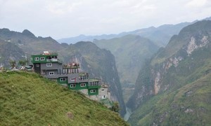 Đề nghị cải tạo tòa nhà trên đèo Mã Pì Lèng thành điểm ngắm cảnh
