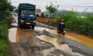 Lâm Đồng: Tỉnh lộ 725 chằng chịt ổ gà, ổ voi