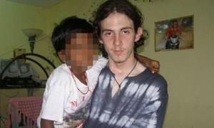Kẻ lạm dụng 200 trẻ em bị đâm chết trong tù