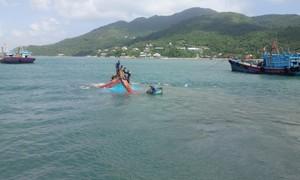 Trục vớt tàu cá bị chìm trên vùng biển cù lao Chàm