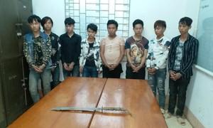 Vận động 8 thanh niên cướp tài sản trốn vào rừng ra đầu thú