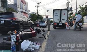 Vượt trái, người đàn ông bị kẹp giữa 2 xe tải