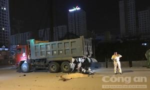Tông đuôi xe ben ở Sài Gòn, một người chết tại chỗ
