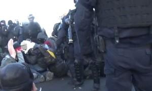 Cảnh sát Pháp giải tán người Tây Ban Nha biểu tình phong tỏa cao tốc bằng hơi cay