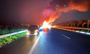 Container bốc cháy trên cao tốc HLD, giao thông ùn tắc kéo dài