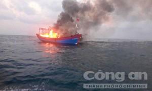 Cứu 7 ngư dân trên tàu cá cháy, thiệt hại 13 tỷ đồng