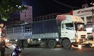Xe máy va chạm ôtô biển số Lào, người phụ nữ chết thảm