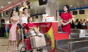 Đón hành khách thứ 100 triệu, Vietjet tung quà máy bay vàng