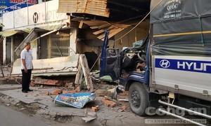 Xe tải tông sập quán phở trên QL60, chủ quán chết tại chỗ