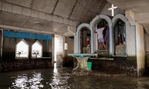 Chùm ảnh: Nước biển dâng đe doạ nhấn chìm làng nổi ở Philippines