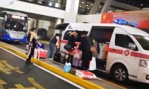 Clip quan chức điều xe cấp cứu đón vợ tại sân bay, bị đuổi việc
