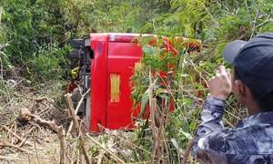 Xe  khách lật xuống vực ở Đà Lạt, hơn 20 du khách may mắn thoát nạn