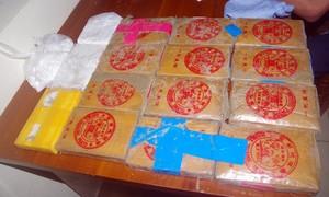 Một người dân Quảng Nam giao nộp thêm heroin nhặt được