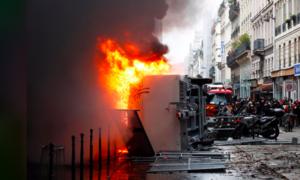 Đường phố Pháp lại rực lửa vì biểu tình