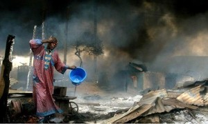 Clip đường ống dẫn dầu cháy dữ dội, 6 người thiệt mạng