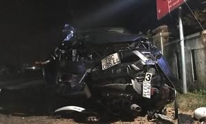 Xe bán tải đối đầu xe tải, 3 người chết, 2 người nguy kịch