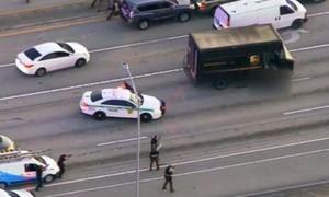 Cảnh sát Mỹ nổ súng khi truy đuổi cướp, 2 người dân thiệt mạng