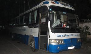 Tài xế xe chở du khách nước ngoài bị truy sát, chạy vào trụ sở công an cầu cứu