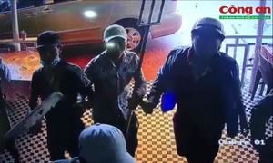 """Bắt nhóm côn đồ dùng hung khí nghi đòi """"bảo kê"""" quán ở Sài Gòn gây xôn xao"""