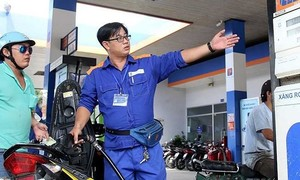 Xăng dầu giảm giá mạnh