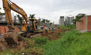 Dân khốn khổ vì thi công dự án lấp rạch Cầu Dừa