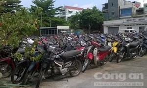 Công an quận 10 tìm chủ nhân của 472 xe máy vi phạm