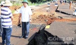 Tìm ra nguyên nhân đường 250 tỷ vừa thi công xong đã tan nát