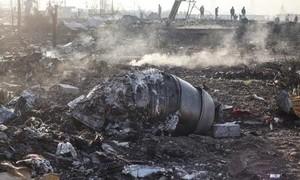 Clip khoảnh khắc máy bay chở 176 người nổ tan khi rơi ở Iran