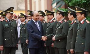 Thủ tướng kiểm tra công tác sẵn sàng chiến đấu tại Bộ Tư lệnh Cảnh vệ