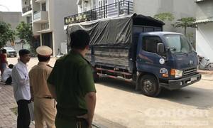 Thương tâm bé trai 15 tháng tuổi bị xe tải cán chết trước nhà