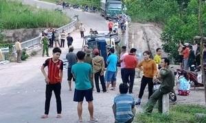 Xe tải mất thắng khi đổ dốc, 2 người tử vong thương tâm