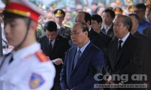 Thủ tướng đến viếng 3 cán bộ Công an hy sinh khi làm nhiệm vụ