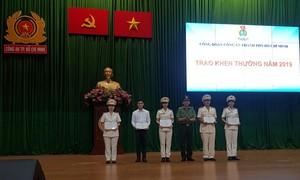 Công đoàn Công an TPHCM: Trao quà Tết cho đoàn viên khó khăn