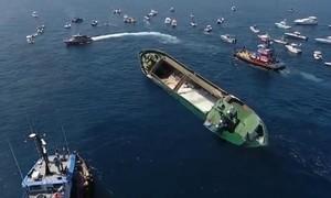 Cận cảnh tàu khổng lồ được đánh chìm để tạo thành đá ngầm nhân tạo