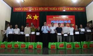 Bí thư Thành uỷ TPHCM Nguyễn Thiện Nhân thăm và tặng quà tại Quảng Nam
