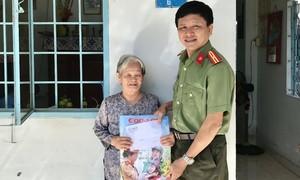 Báo Công an TPHCM tặng quà Tết các mẹ Việt Nam Anh hùng