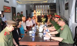 Bộ Công an và Công an TPHCM thăm gia đình cán bộ Công an hy sinh