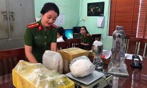 """Bắt vụ tàng trữ thuốc lắc lớn, lần ra """"xưởng"""" sản xuất ở TPHCM"""