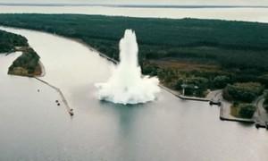 Clip quả bom nặng gần 5,4 tấn bất ngờ phát nổ trong lúc tháo gỡ