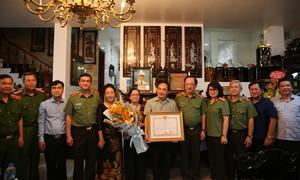 Trao Huân chương Quân công hạng Nhất cho Thượng tướng Bùi Quang Bền
