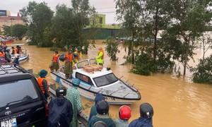 Quảng Bình: Lập mạng lưới cấp phát lương thực cho người dân vùng lũ